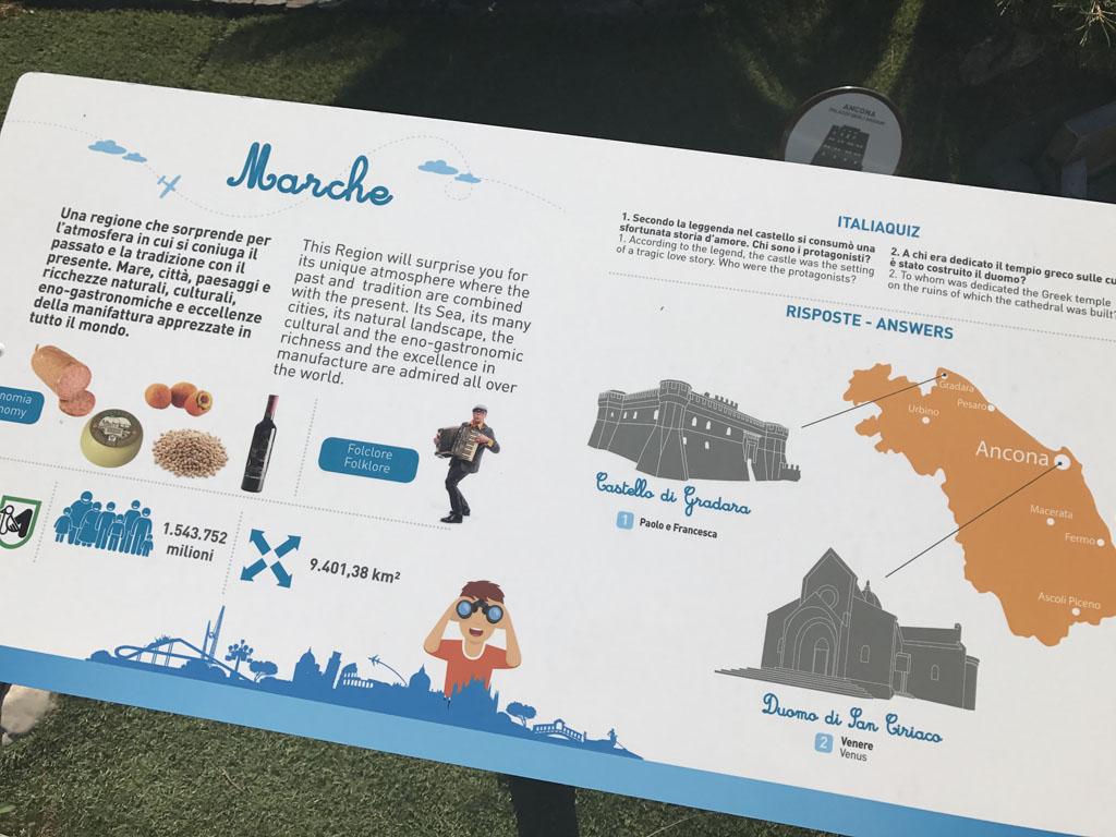 Informatiebordjes die ook in het Engels zijn en leuke weetjes weergeven.