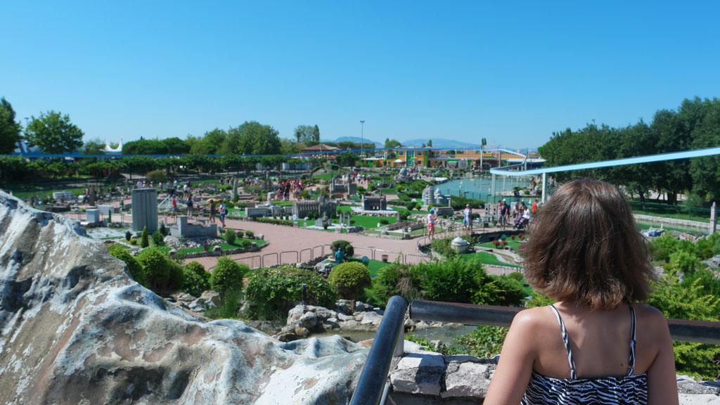 Zicht vanaf de Italiaanse miniatuurbergen over Italia in Miniatura.