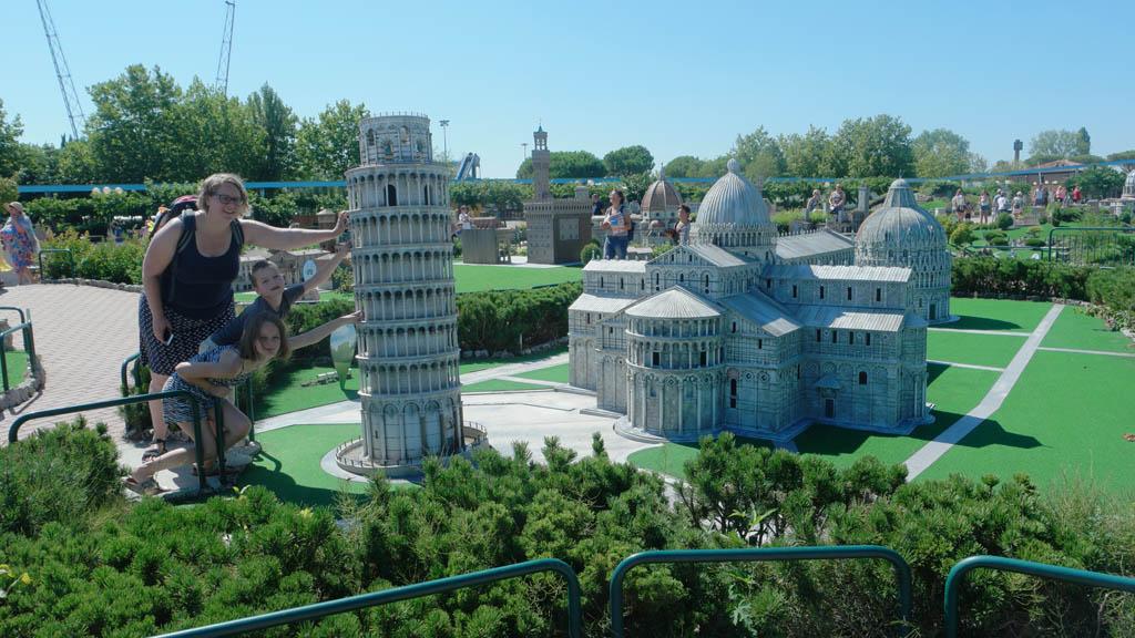 We houden de toren van Pisa tegen.