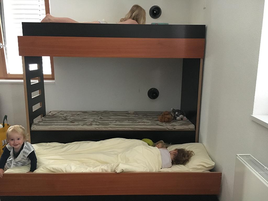 Er is nog een bed onder het stapelbed!