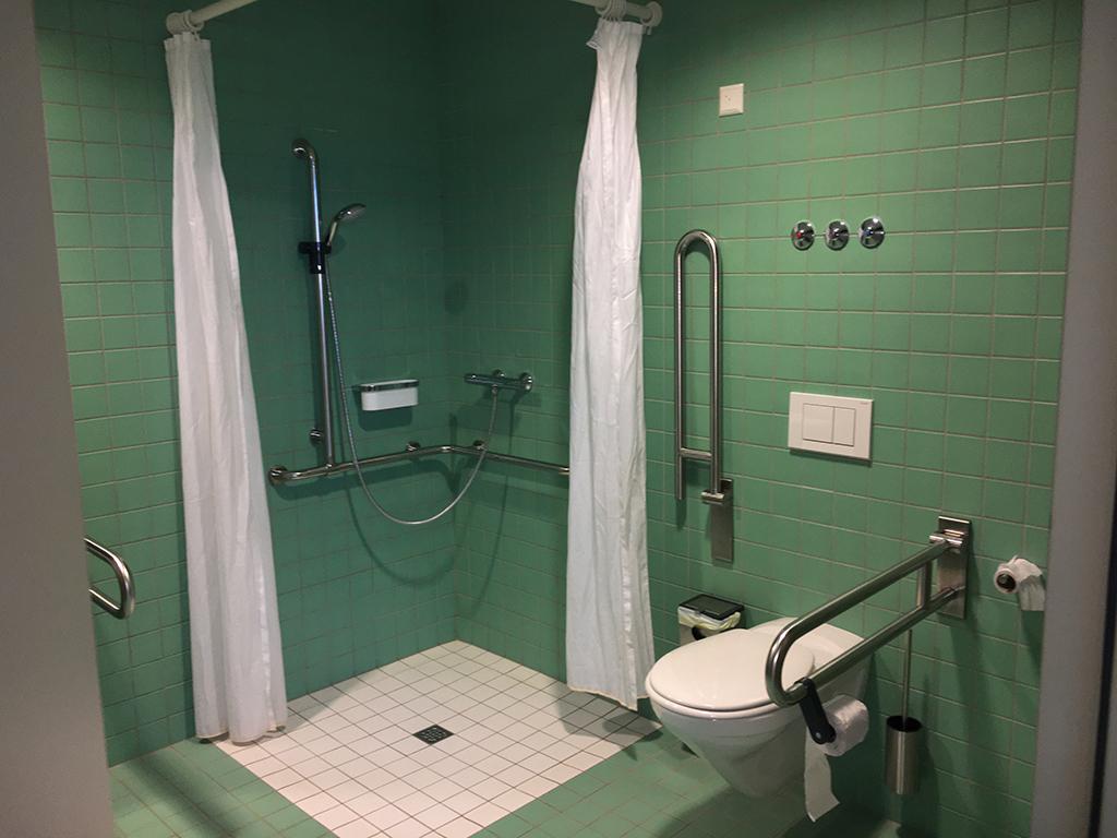 Lekker groene tegeltjes in de badkamer