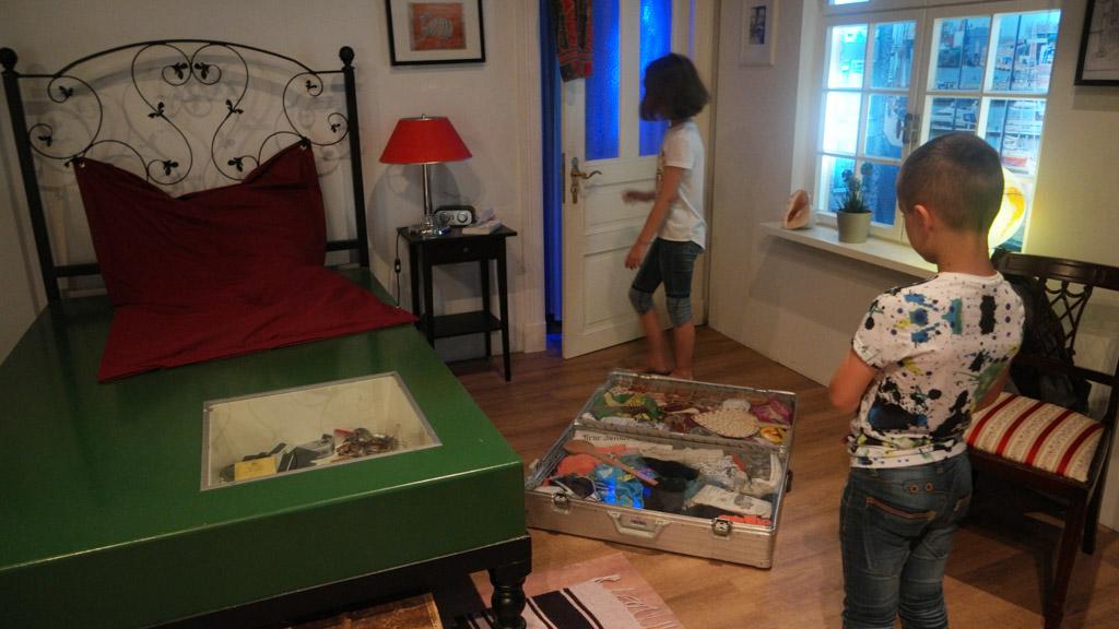 In het huis van Axel Werner, de wereldreiziger.