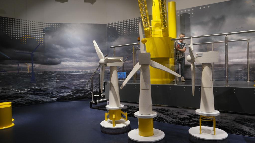 Windmolen bouwen in het offshore gedeelte van Klimahaus.