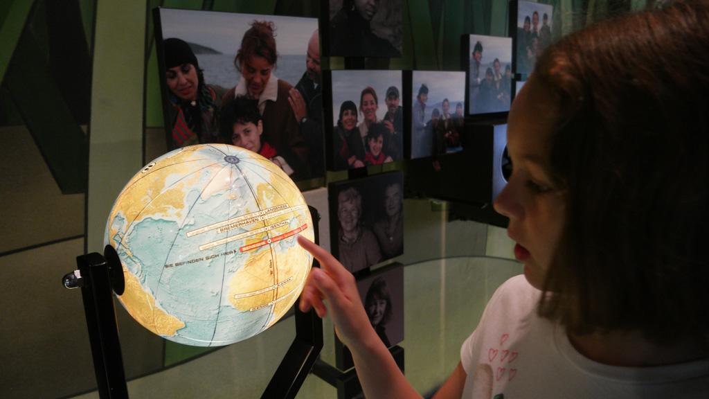 Op elke bestemming kunnen we op een wereldbol zien waar we nu zijn.