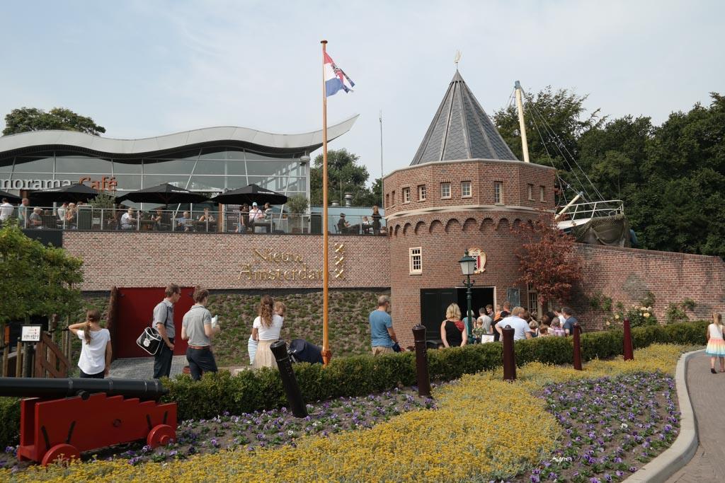 De ingang van de attractie van Nieuw-Amsterdam in Madurodam.