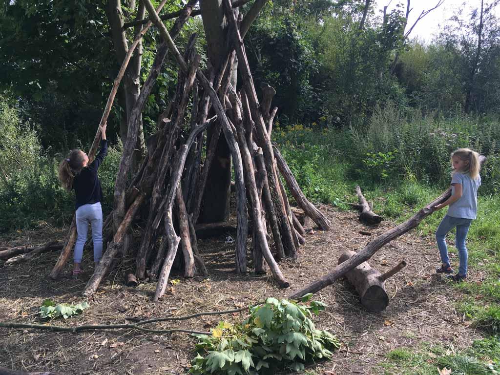 De hut verder bouwen