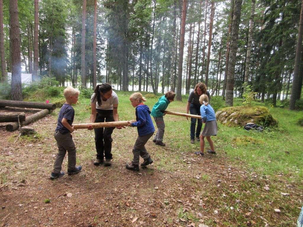 Een van de spellen tijdens de Vikinggames die door Bike Hike Paddle worden georganiseerd tijdens een actieve vakantie