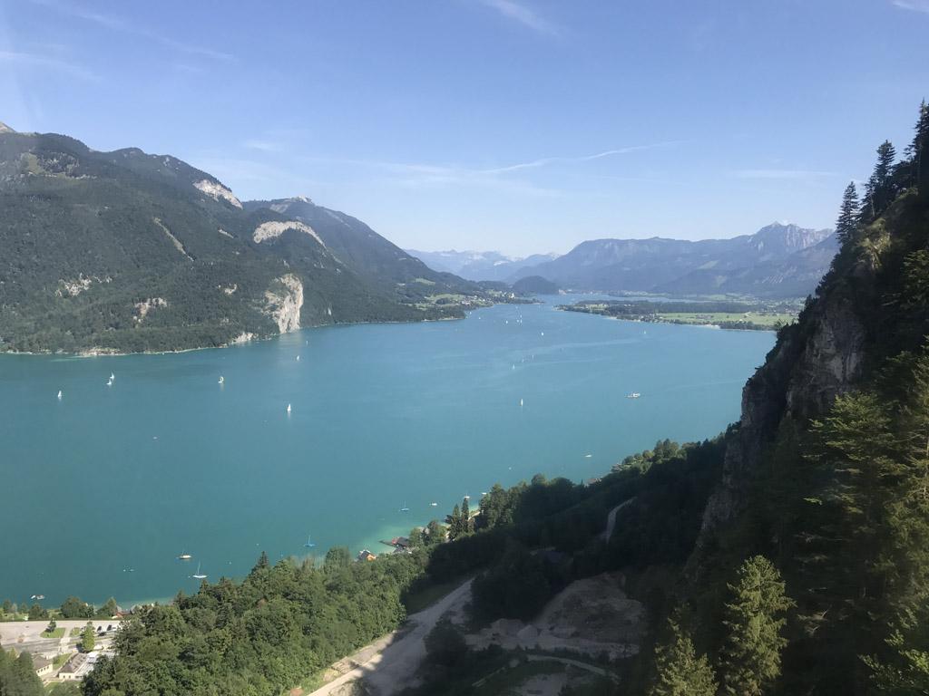 De Wolfgangsee wordt omringt door bergen