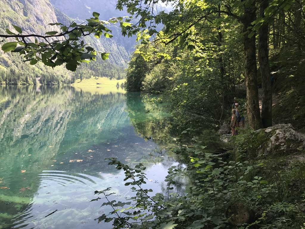 Wolfgangsee, we lopen langs de Obersee een prachtig helder meer wat je alleen per boot over de Königssee kan bereike