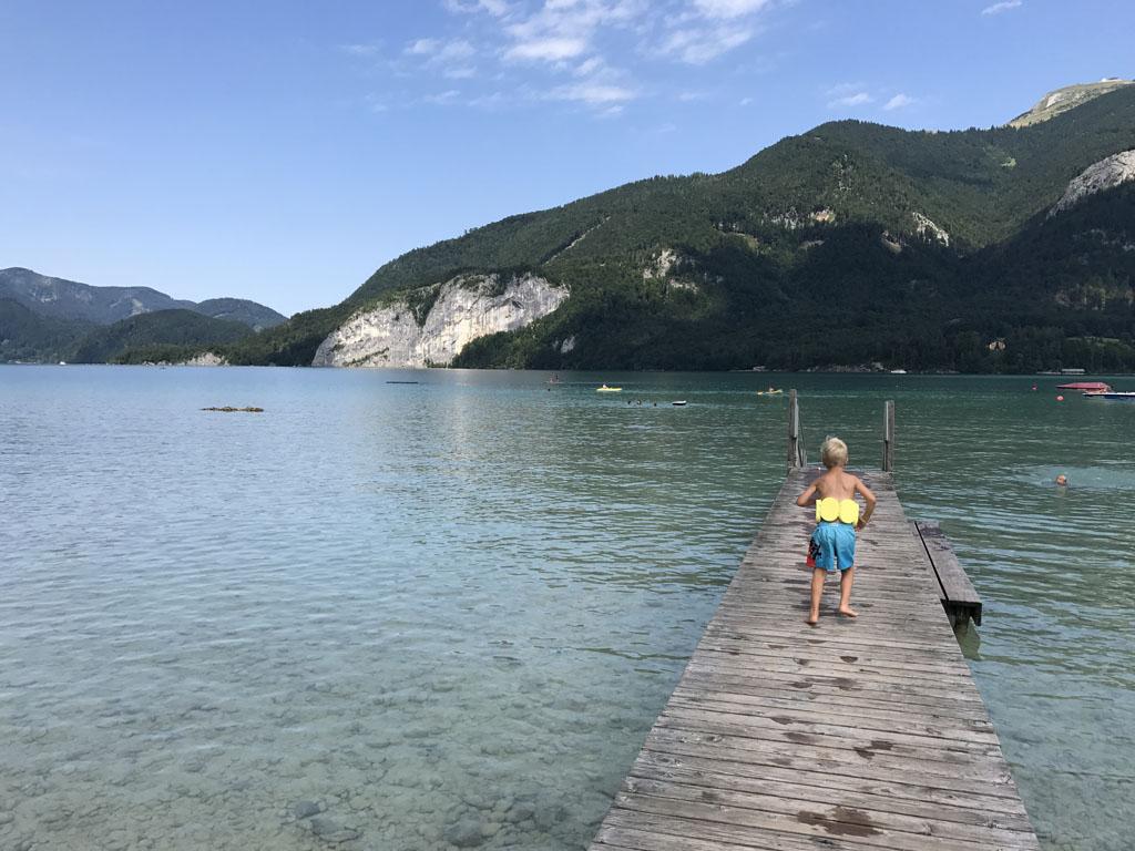 De Wolfgangsee is door zijn fijne watertemperatuur en heldere water een ideale zwemlocatie.