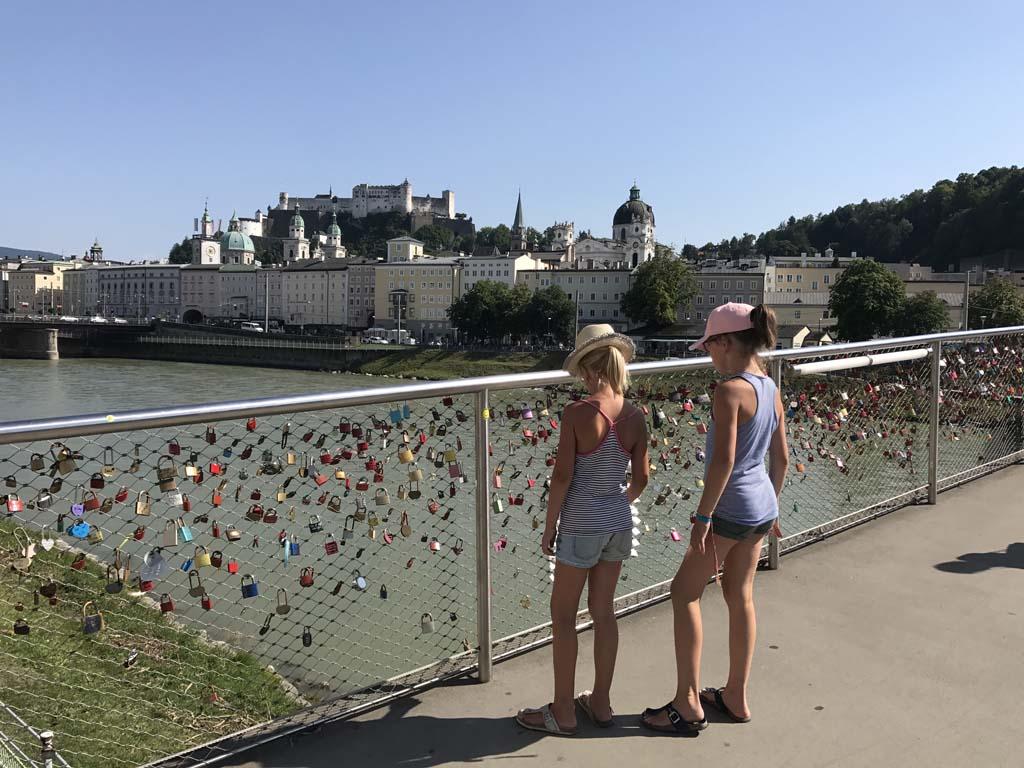 Wolfgangsee Vanaf het water heb je prachtig uitzicht op Salzburg en de hoog gelegen vesting.