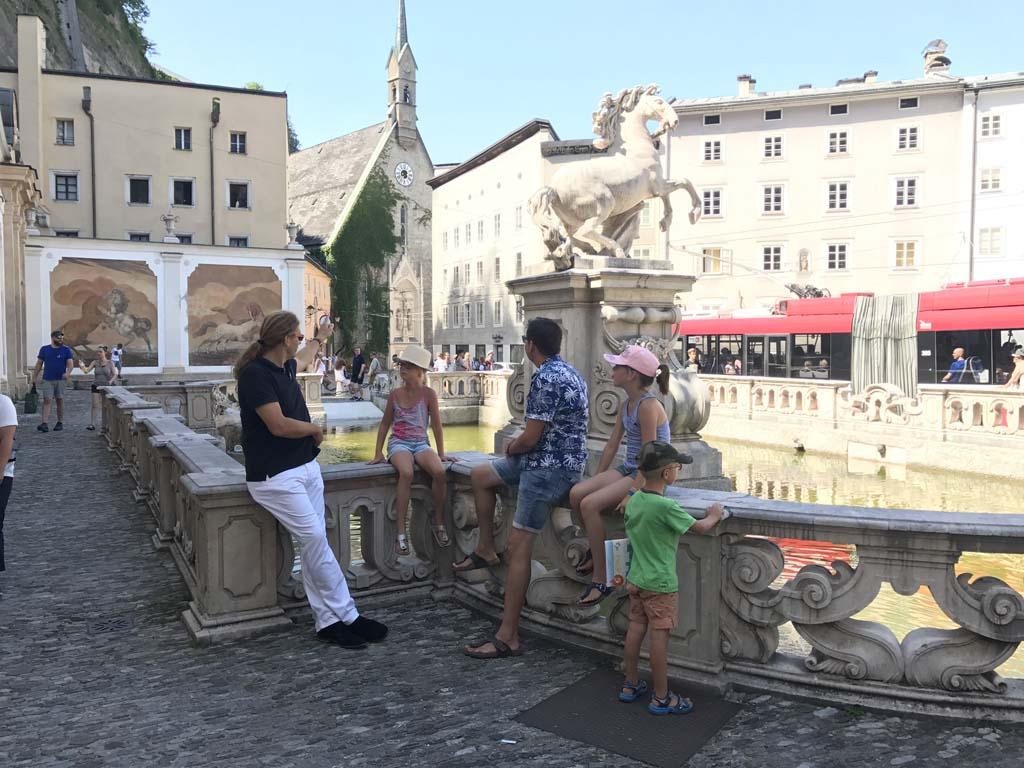 Wolfgangsee Tijdens de rondleiding horen we alles over deze paardenwasstraat. Op deze manier begint de stad echt te leven voor de kinderen.
