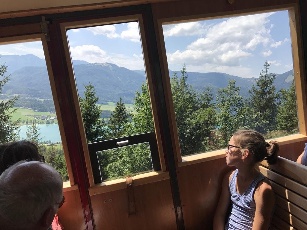 De Schafbergbahn moet flink steil klimmen om de Schjafberg op te komen. bij de wolfgangsee