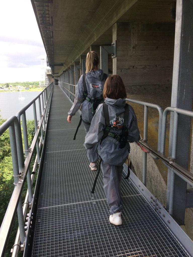 Daar zijn we op het 1e deel van de brug, op zo'n 40 meter boven zeeniveau.