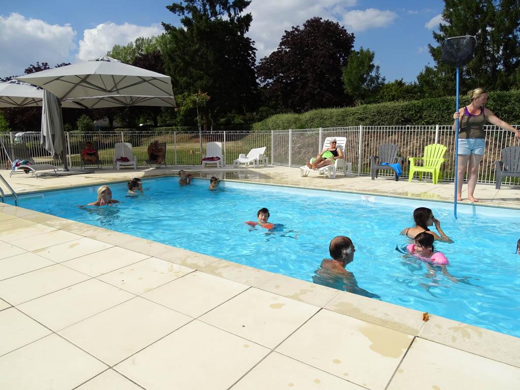 Camping des Rivières heeft een verwarmd zwembad.