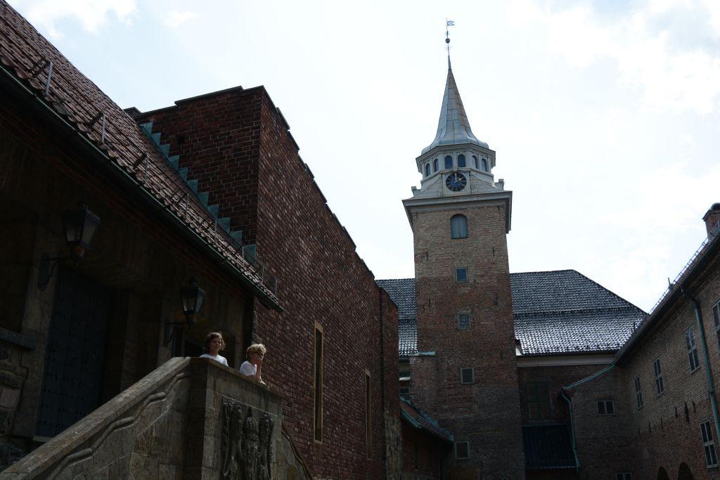 Natuurlijk brengen we tijdens onze citytrip Oslo met kinderen een bezoek Akershus Kasteel
