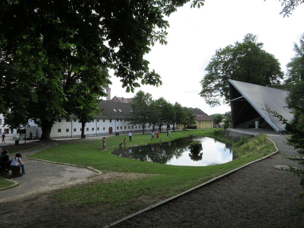 Bij de Akershus vesting kun je gratis door het park wandelen