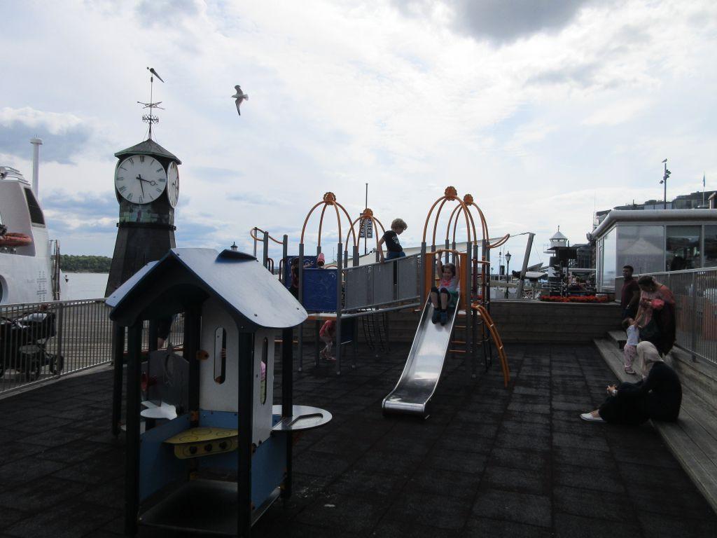 Spelen op de Aker Brygge tijdens je citytrip Oslo met kinderen