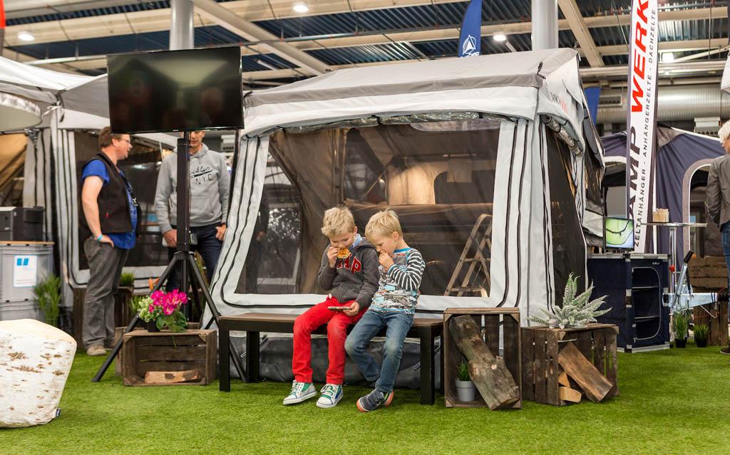 En natuurlijk vouwwagens en tenten.