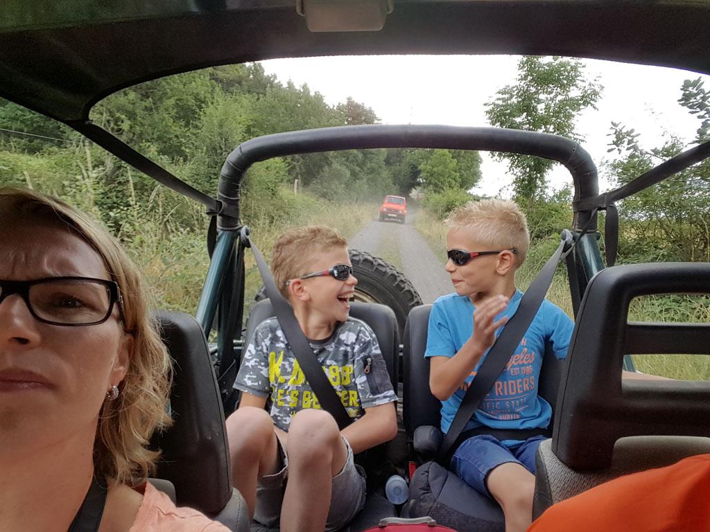 Jeepsafari met kinderen in de Auvergne is leuk!