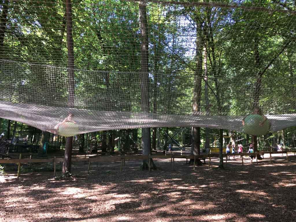 Spelen in een net in de lucht