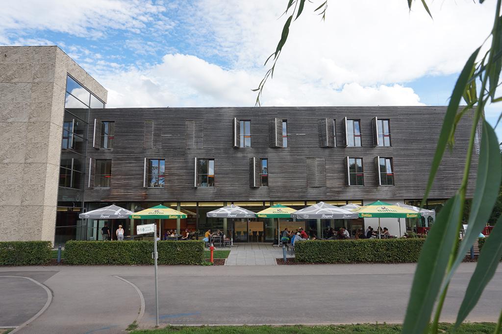 Het terras van jeugdherberg Echternach