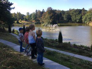 Kijken naar de fontein (foto Maartje).