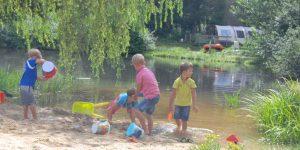 Camping le Paradou in de Auvergne, kindvriendelijk kamperen in de natuur