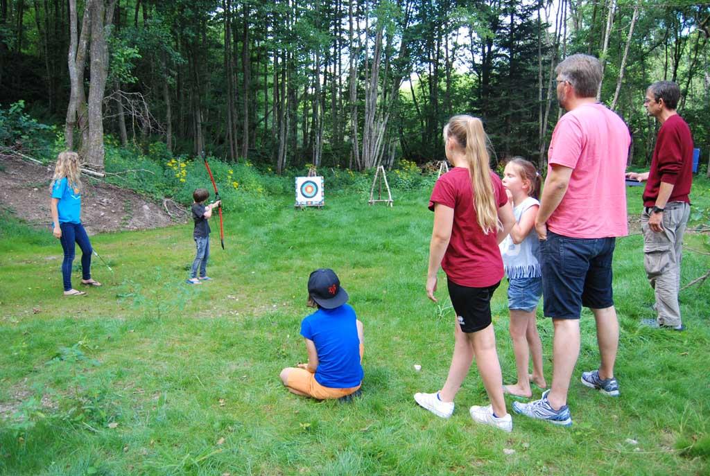 Boogschieten is een van de activiteiten de op camping Le Paradou georganiseerd wordt.