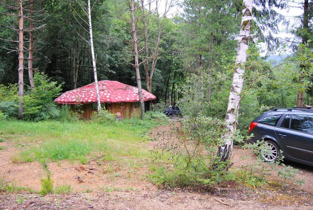 Bijzonder overnachten op camping Le Paradou kan in de 'paddenstoel'.
