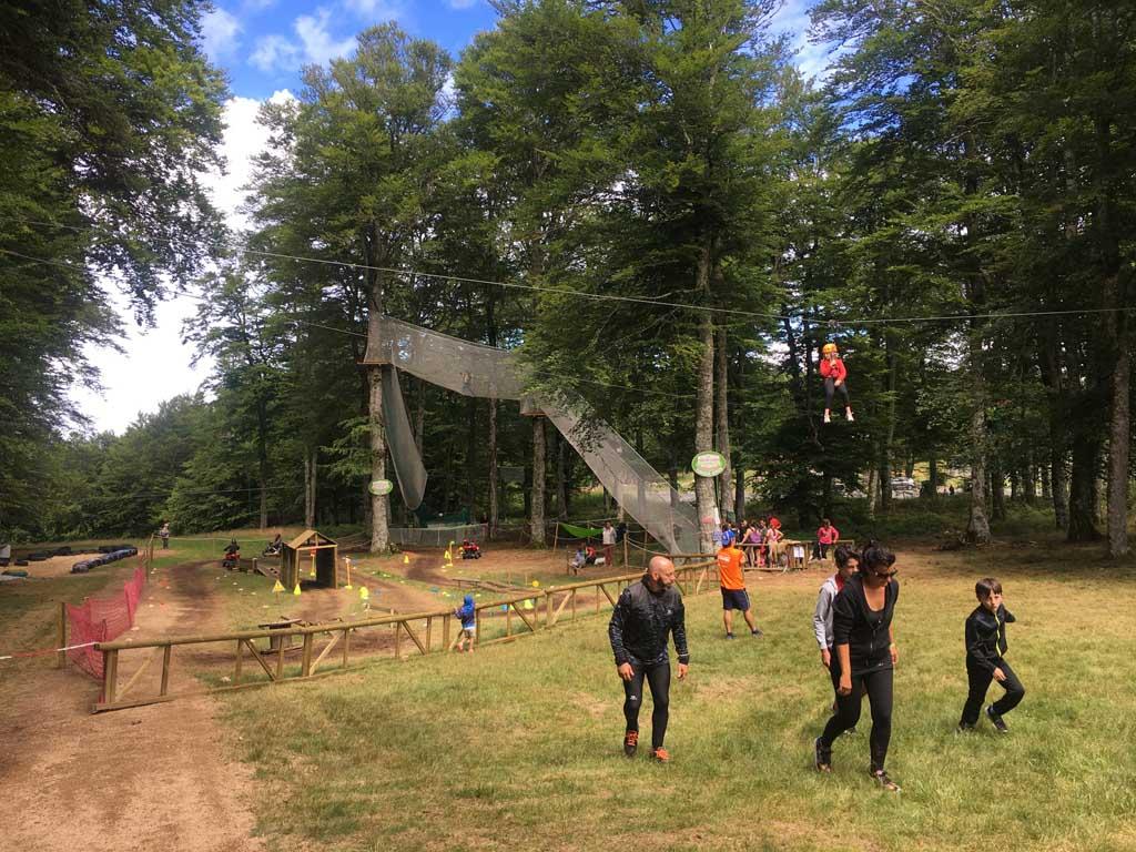 Quad rijden, klimmen in het klimbos, met de step of skelter de bult af. Het kan bij La Loge des Gardes. Een aanrader voor gezinnen met grotere kinderen!