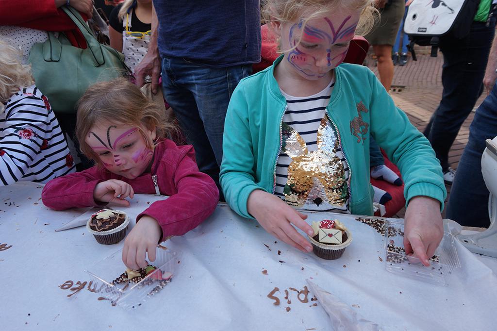 Chocolademuffins versieren