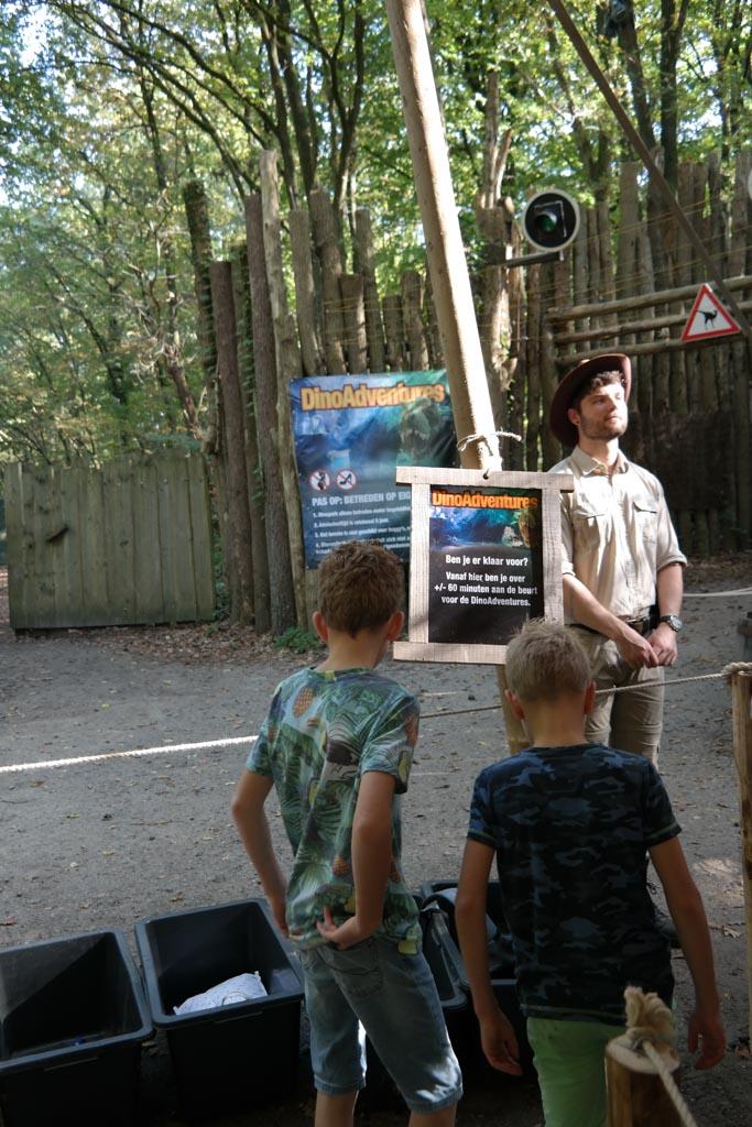 In de wachtrij voor de DinoAdventures in DierenPark Amersfoort.