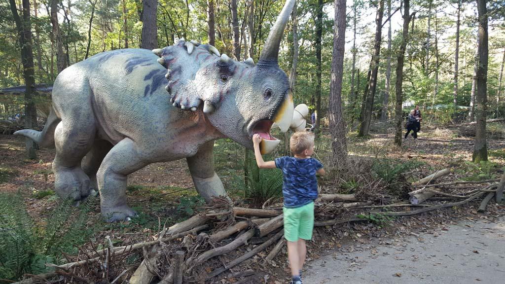 Aan het eind van de DinoAdventures nog even een paar dino's bekijken.