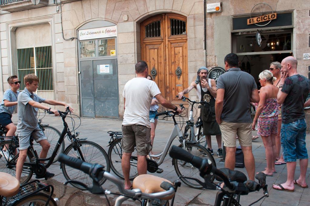 Tijdens een fietstour krijg je veel tips voor Barcelona.
