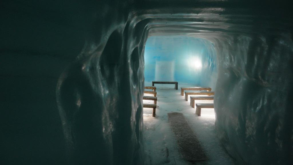 Er is zelfs een kapel gemaakt in de gletsjer.