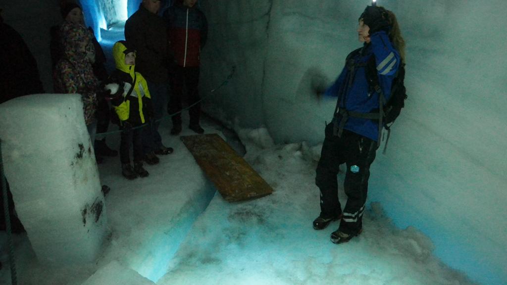 Een gletsjerspleet. Later zien we er eentje van onderaf.