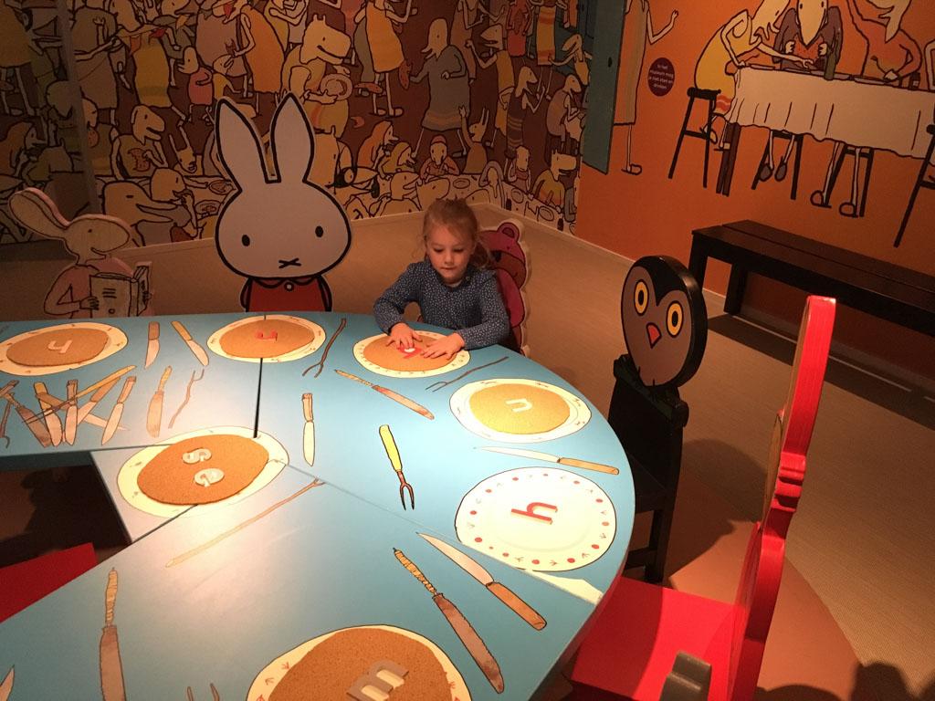 Aan tafel met alle vriendjes