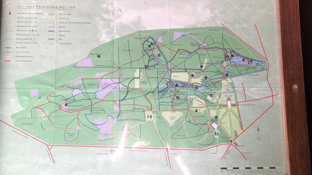 In het Paleispark van Paleis het Loo in Apeldoorn kun zelf op pad gaan of een uitgestippelde route kiezen (van 1,5 t/m 13 km).