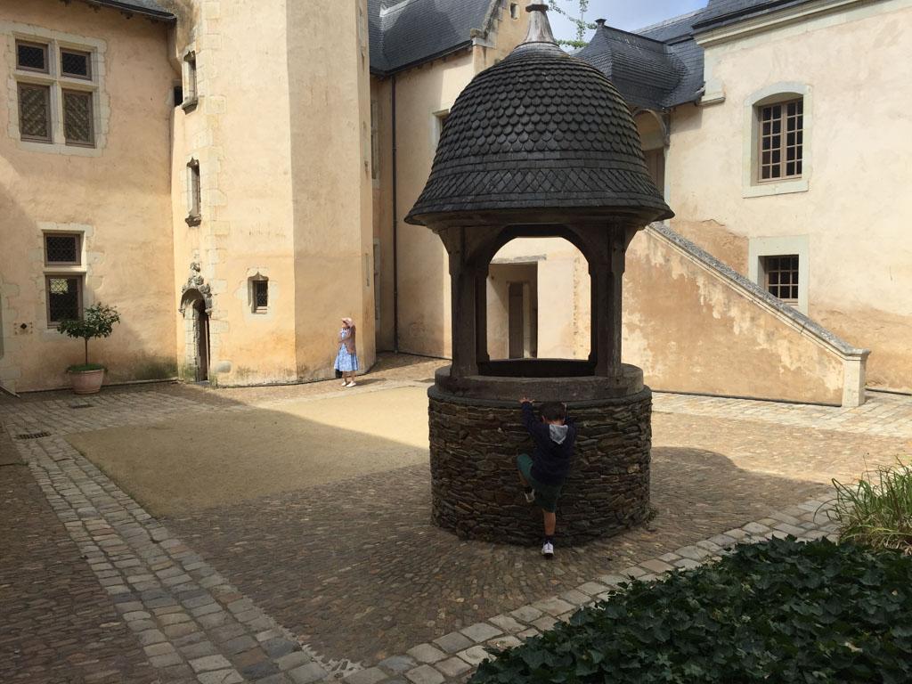 De binnenplaats van Couvent des Ursulines in Château- Gontier.