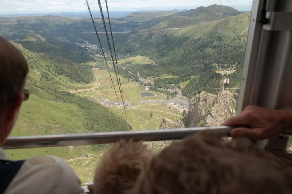 En weer met de kabelbaan naar beneden. Wat was het mooi boven!
