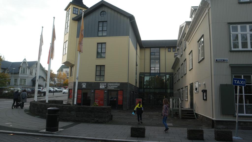 In dit gebouw is de Settlement Exhibition te vinden.