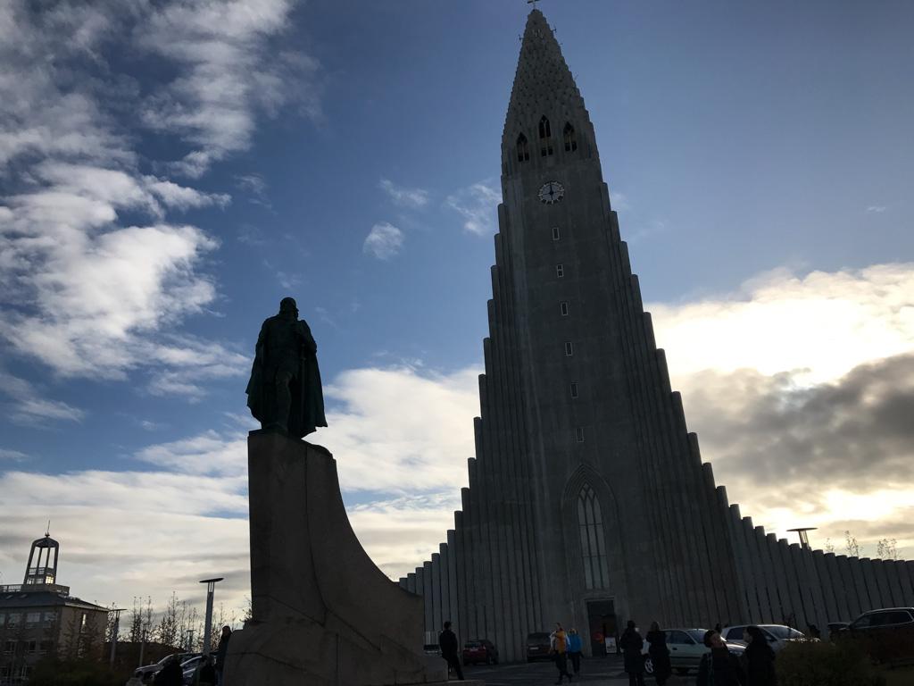 De bekende kerk van Reykjavik.