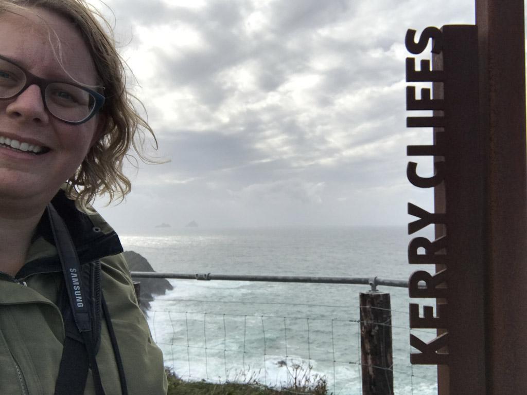Onder de indruk bij de Kerry Cliffs.