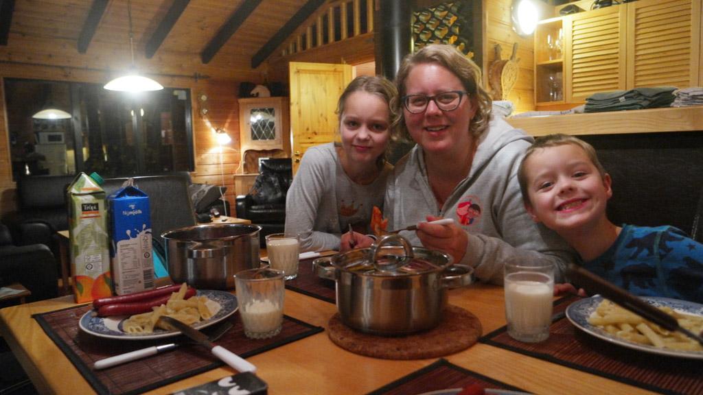 Door zelf te koken hou je de kosten een beetje in de hand en met kinderen is het wel zo relaxed.