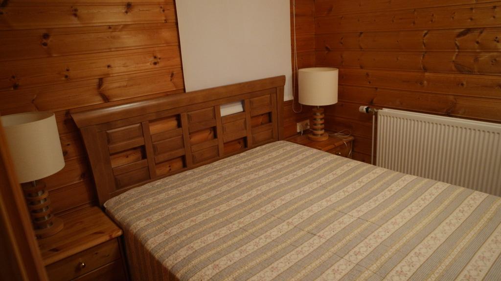 Slaapkamer met 2-persoonsbed.