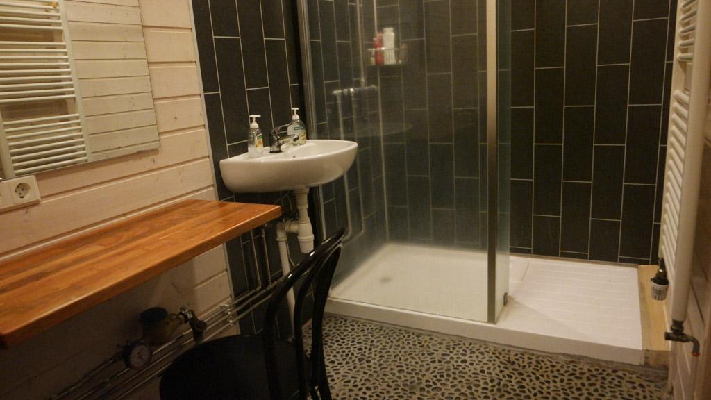 Genoeg ruimte, ook als je kleinere kinderen moet helpen met douchen.
