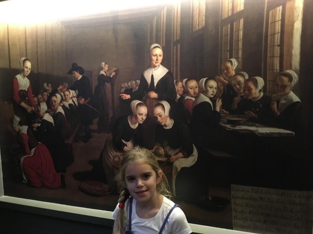 Overal hangen schilderijen