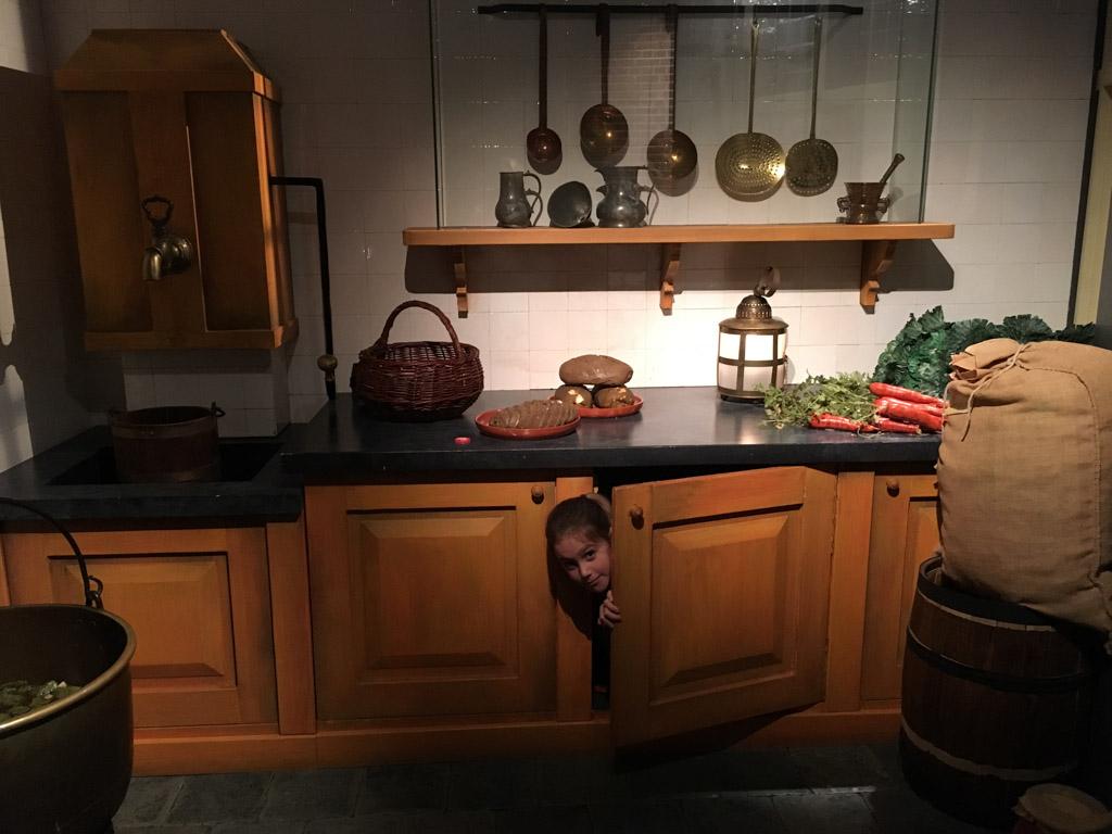 Kruip en sluip door de keuken in