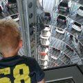 Een bezoek aan een van de autotorens (foto: Suzanne).